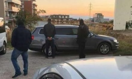 Закопчаха знаков автокрадец в крадена кола в София