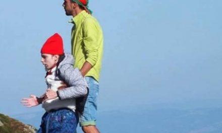 Брат изнесе на ръце болната си сестра на връх Ботев