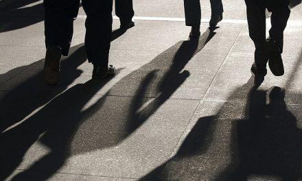 Скандал! Масово тарашат адвокатски кантори и домове в София