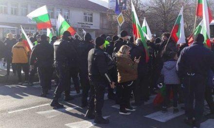 Полицията употребила сила срещу жени на протест, твърди Корнелия Нинова