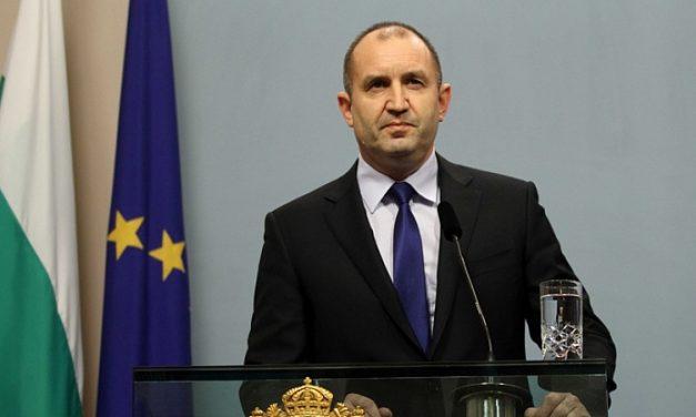 Президентът: С пари от ЕС управляващите си купуват медиен комфорт