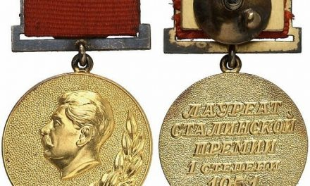 Сталин грейва на Фандъковите гърди за тол таксата за околовръстния и руската елха