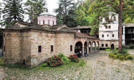 Поп от Троянския манастир изгони дете с аутизъм, игуменът се извини