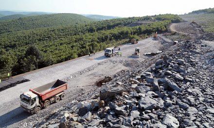 """Сянката на Пеевски легна върху строителството на магистрала """"Хемус"""""""
