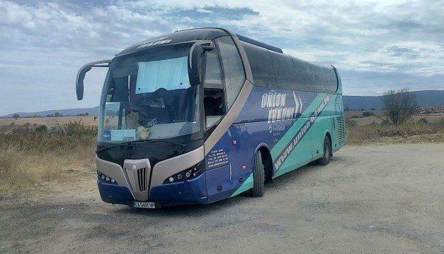 Пътници 17 часа на пътя заради развален автобус, изпратили им втори рейс с повреда