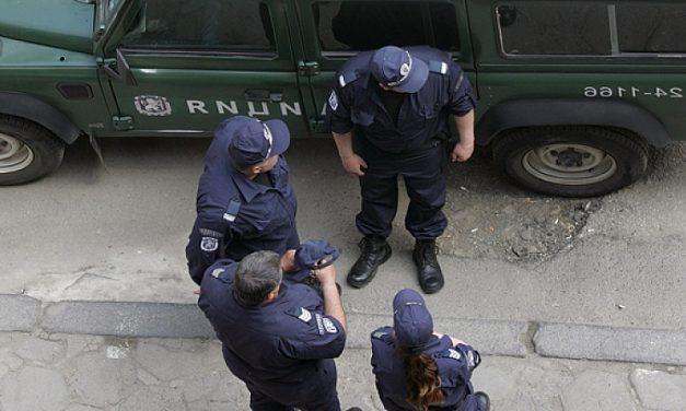 Мъж държа като заложници жена си и детето във Враца, обезвредиха го