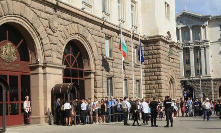 На протест искат оставката на президента Румен Радев