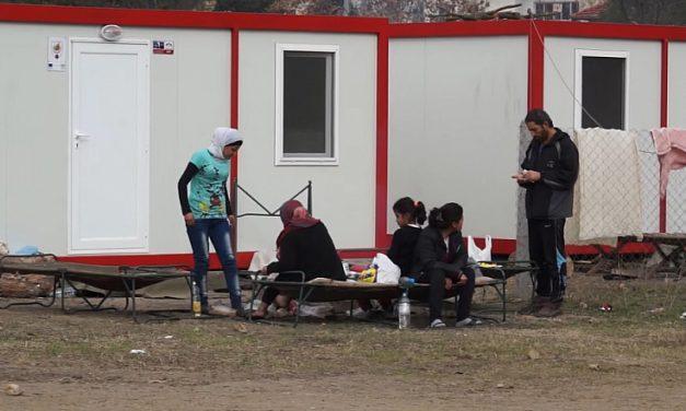 МВР строи огромни мигрантски лагери, а бежанци няма